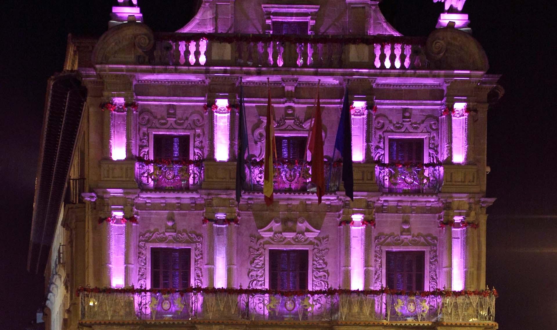 La fachada del Ayuntamiento se iluminará este miércoles de un color rosa morado para celebrar el Día Mundial de la Fibromialgia y del Síndrome de la Fatiga Crónica